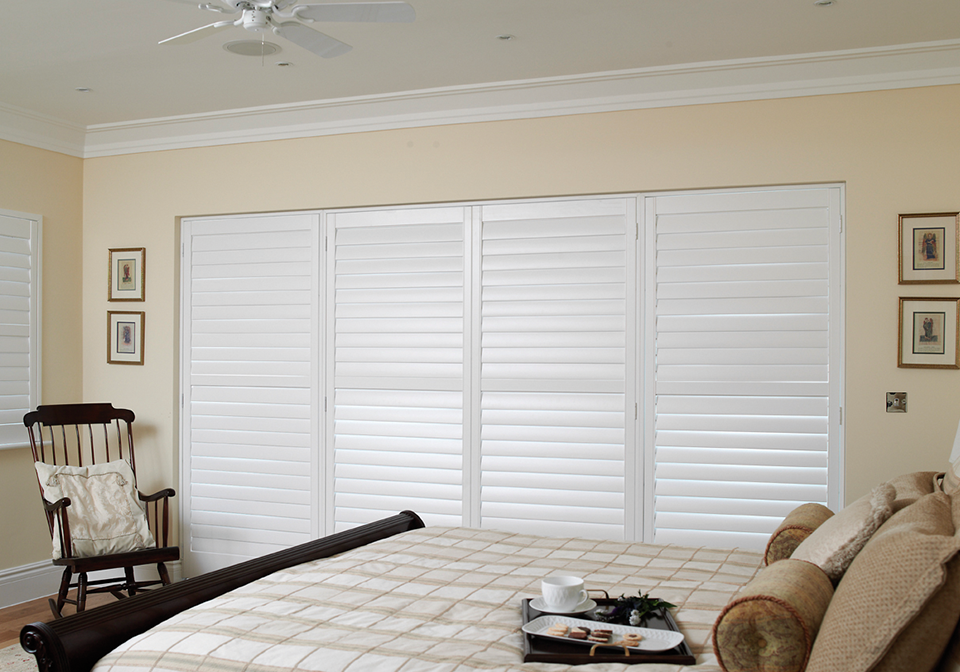 Painted shutters with 89mm slats